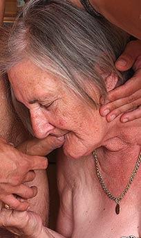Oma-titten in Alte Omas blasen ohne Gebiss