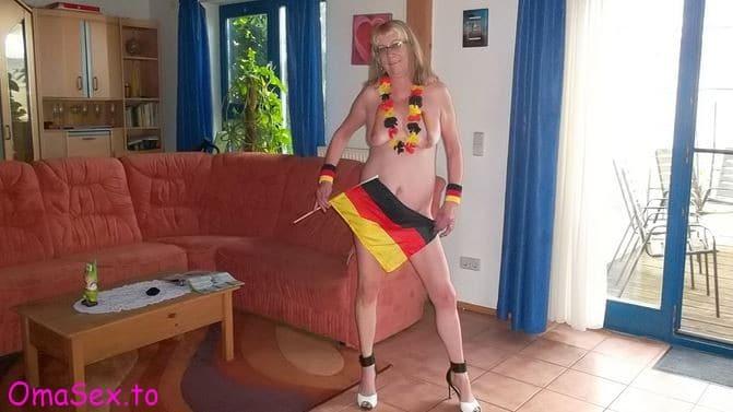 Oma-Sex in Geile Oma lässt sich für ein kleines Taschengeld ficken