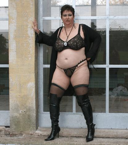 Omafotze mit dicken 90 E Titten zeigt es dir GRATIS vor